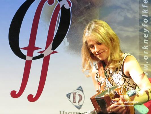 Sharon Shannon beim Orkney Folk Festival 2015 - Opening Concert ©Sabine Mey-Gordeyns