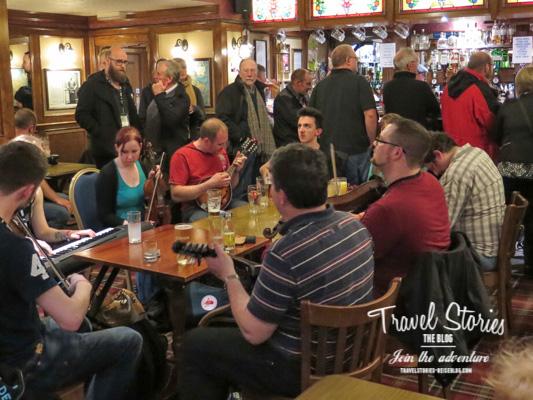 Pub Session während des Orkney Folk Festval im Royal Hotel ©Sabine Mey-Gordeyns