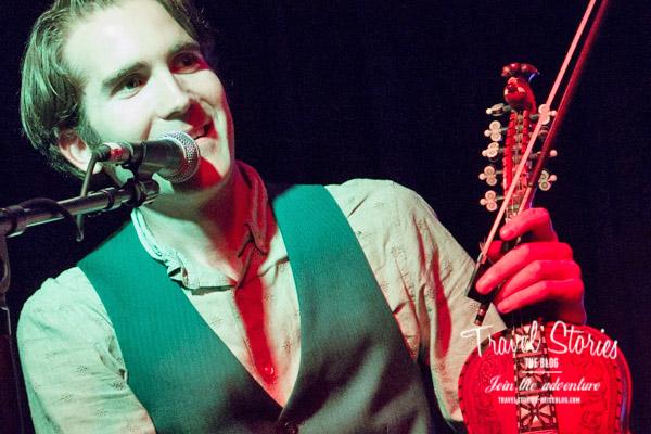 Olav Luksengård Mjelva aus Norwegen, Mitglied des Nordic Fiddlers Bloc, mit seiner Hardanger Fiddle beim Festival Club ©Sabine Mey-Gordeyns