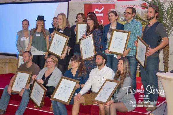Gruppenbild mit Reisebloggern und Teilnahme-Urkunden