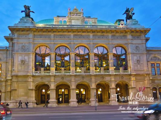 Wiener Oper erleuchtet