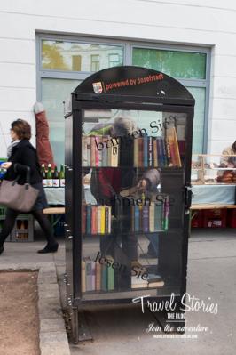 Bücher in Glaskasten