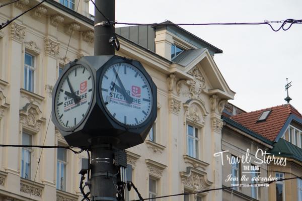 Uhr mit Jugendstilfassade