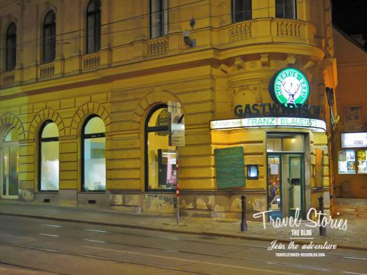 Nachtszene Wien mit Eckrestaurant