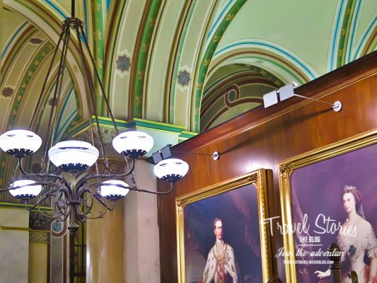Innenansicht Cafe Central Wien mit Franz und Sissi