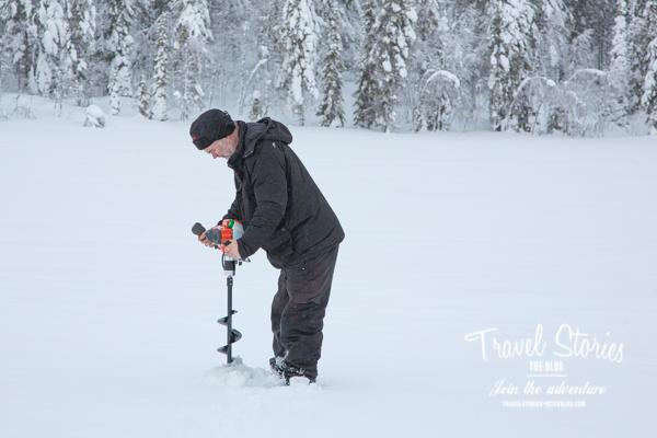 Der elektrische Eisbohrer im Einsatz ©Sabine Mey-Gordeyns