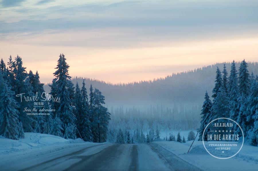 Im Januar setzt die Dämmerung - abhängig vom Breitengrad - schon recht früh ein. Hier am 26.1. in Slagnäs (Schwedisch Lappland) - 15 Uhr ©Sabine Mey-Gordeyns