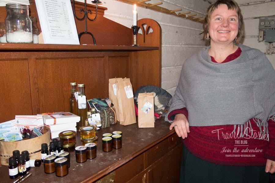 Eva Gunnare erweckt mit Geschichten und Kostproben die Natur Lapplands zum Leben: eolapland.se ©Sabine Mey-Gordeyns