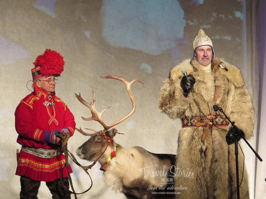Per Kuhmunen mit Rentier - fast schon eine Institution auf dem Jokkmokk Wintermarkt ©Sabine Mey-Gordeyns