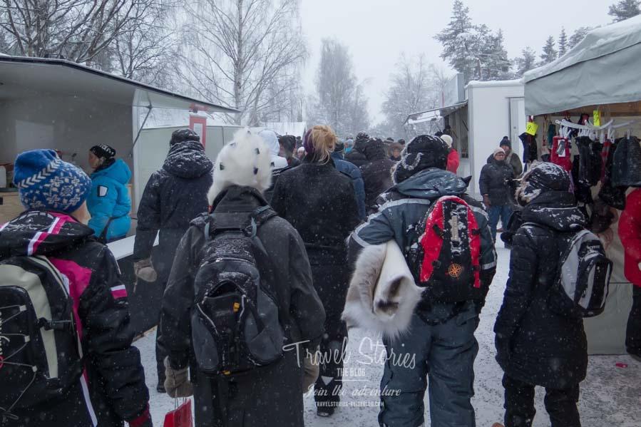 Besucher auf dem Jokkmokk Wintermarkt ©Sabine Mey-Gordeyns