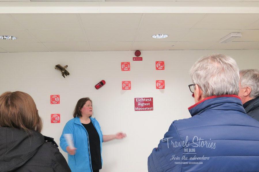 Fachkundig erläutert Kirsten Stelling die Ausstellung ©Sabine Mey-Gordeyns