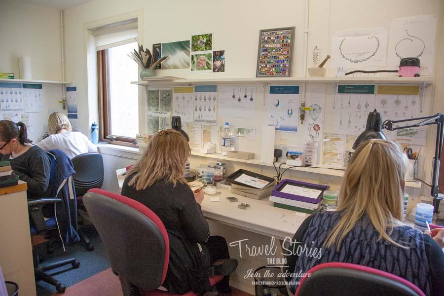 In diesem Raum in der Sheila Fleet Silberschmiede wird Emaille auf die Schmuckstücke aufgebracht ©Sabine Mey-Gordeyns