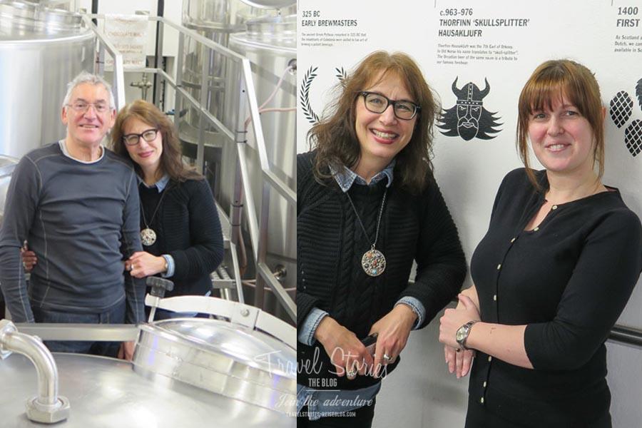 Die Autorin mit ihrem Reisebegleiter und Elaine von der Orkney Brewery ©Sabine Mey-Gordeyns