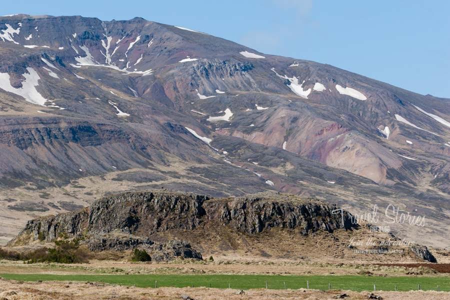 Majestätisch erhebt sich die Elefnburg aus der Ebene vor dem Rhyolithgebirge ©Sabine Mey-Gordeyns