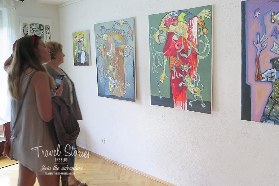 Wie in einer Galerie: Maria experimentiert mit verschiedenen Stilen und Techniken ©Sabine Mey-Gordeyns, travelstories-reiseblog.com