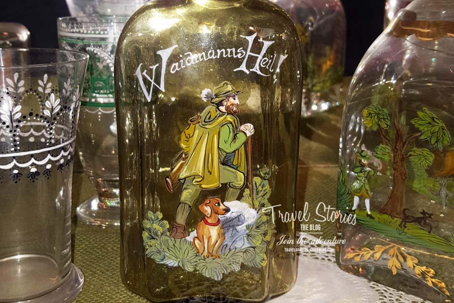 Waidmanns Heil! Bemalte Glasflaschen für Jäger ©Sabine Mey-Gordeyns, travelstories-reiseblog.com