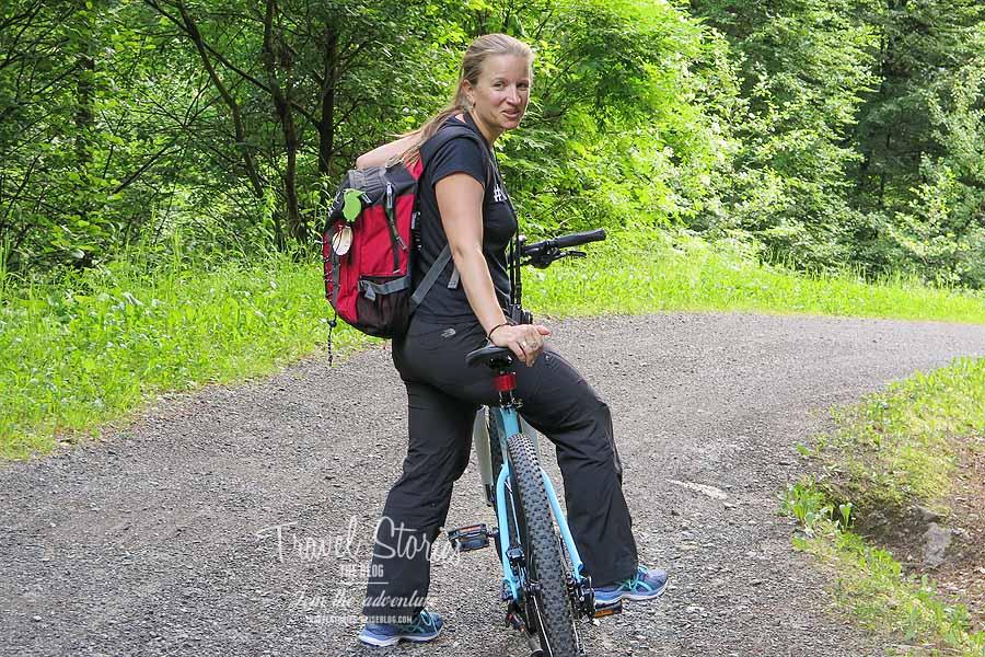 Das Mountainbike steht Ihr gut! ©Sabine Mey-Gordeyns, travelstories-reiseblog.com