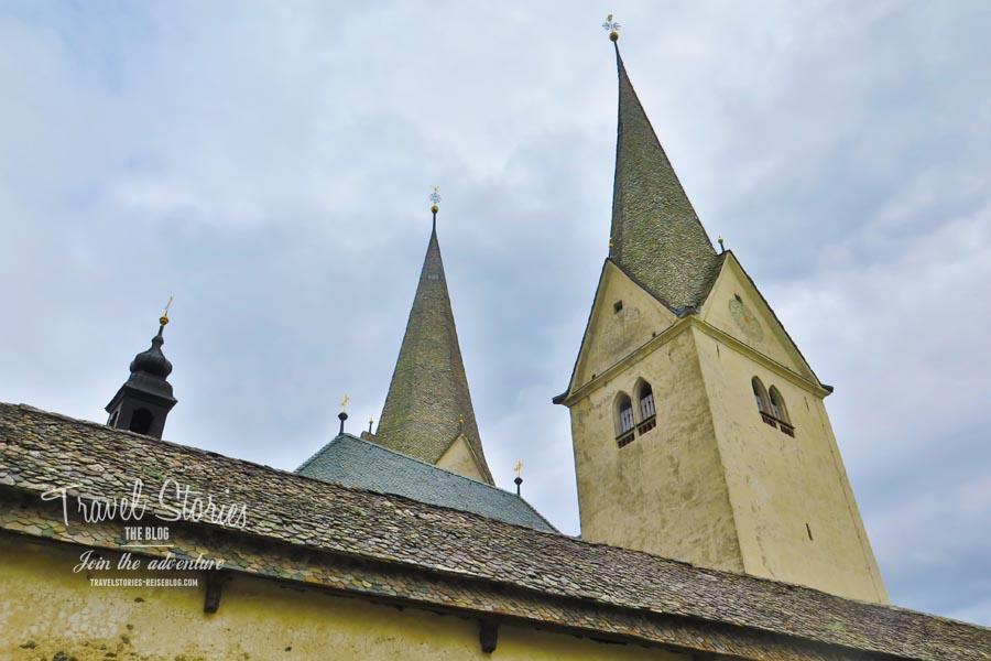 Kirche mit Doppelturm in Diex © Sabine Mey-Gordeyns, travelstories-reiseblog.com