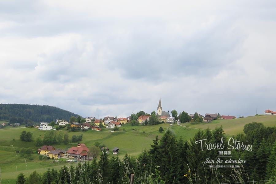Diex - schöne Lage auf dem Hügel © Sabine Mey-Gordeyns, travelstories-reiseblog.com