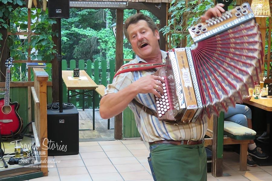 Ernst Kummer: Gastwirt und Entertainer © Sabine Mey-Gordeyns, travelstories-reiseblog.com