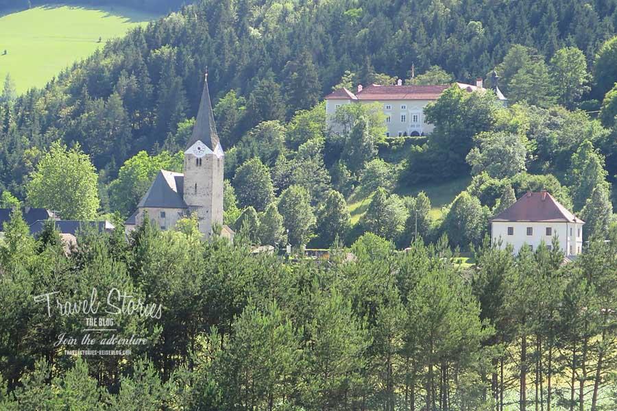 Blick auf Schloss Neuhaus © Sabine Mey-Gordeyns, travelstories-reiseblog.com