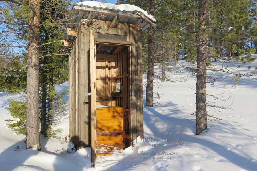 Luxus muss in der Wildnis neu definiert werden. Wir finden: diese Toilette ist Luxus! © Sabine Mey-Gordeyns, travelstories-reiseblog.com