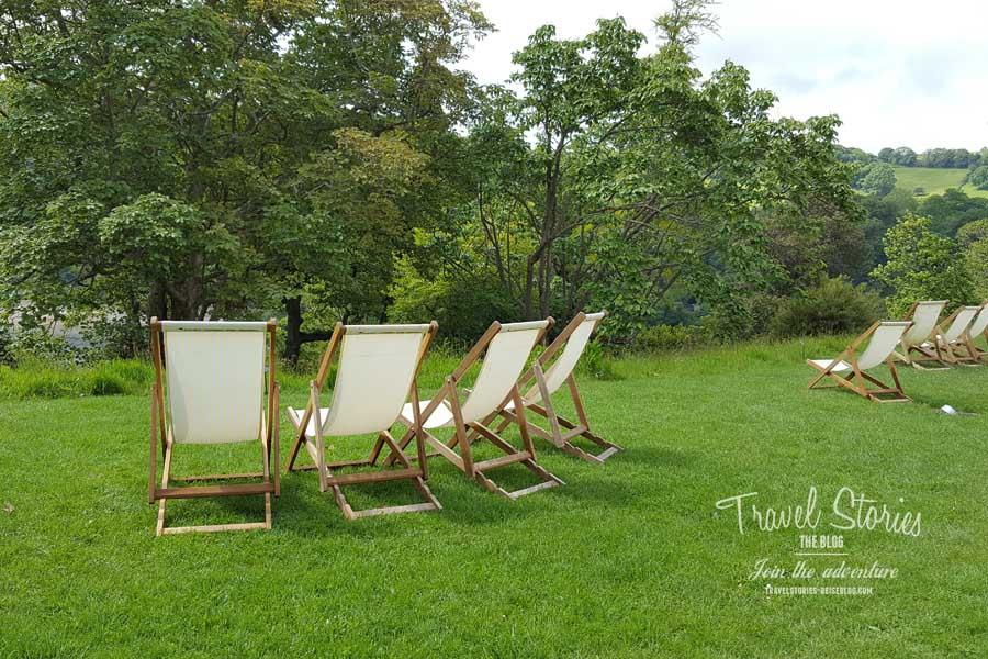 Take a seat - Liegestühle im Garten von Greenway House ©Sabine Mey-Gordeyns, travelstories-reiseblog.com