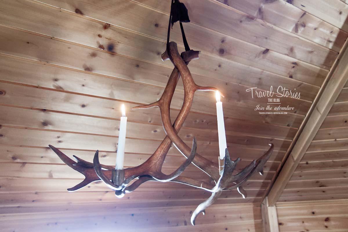 Kronleuchter in Lappland: aus Rentiergeweih ©Sabine Mey-Gordeyns, travelstories-reiseblog.com
