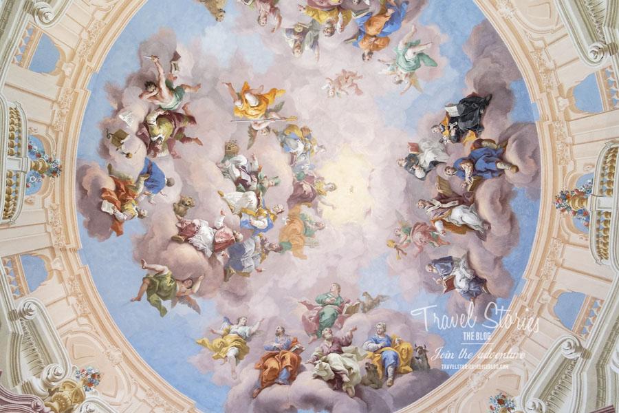 Deckenfresken von Bartolomeo Altomonte in der zentralen Kuppel ©Sabine Mey-Gordeyns, travelstories-reiseblog.com
